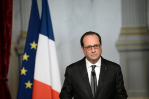 epa05024278 French president Francois Hollande speaks in Paris, France, 14 November 2015, following a series of coordinated attacks in and around Paris late 13 November 2015, which left more than 120 people dead. Hollande blamed the Islamic State group for the attacks in Paris that left at least 128 dead, calling them an 'act of war'.  EPA/STEPHANE DE SAKUTIN / POOL MAXPPP OUT